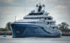 98m Mega Yacht Aviva is in the UK to Meet Her Owner