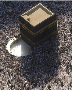 Aerial view of the Kaaba, Masjid Al-Haram, Mecca, Saudi Arabia. Masjid Haram, Mecca Masjid, Muslim Pray, Islam Muslim, Islamic Images, Islamic Pictures, Allah, Moslem, Mecca Wallpaper