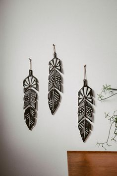 FEATHER - WALL DECORATION