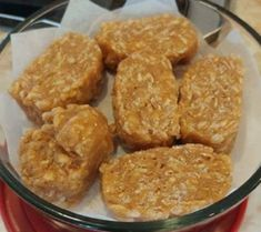 Recette : Bonbons frigidaire de maman. Desserts With Biscuits, Canadian Food, Rice Crispy Treats, Desert Recipes, Rice Krispies, Fudge, Frigidaire, Cookie Recipes, Sweet Tooth