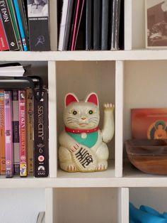 Hello kitty cat!   Laura's home   Photo: Pupulandia Home Photo, Hello Kitty, Bookcase, Lily, Homes, Cat, Friends, Home Decor, Amigos