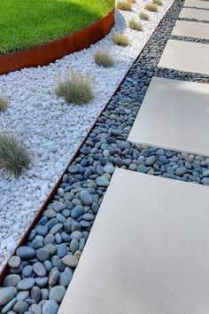 Garden Landscaping 7 Different Ways to Design a Simple Garden Walkway - You can give your yard a little love with a simple DIY garden path. Cheap Landscaping Ideas, Landscaping With Rocks, Modern Landscaping, Backyard Landscaping, Landscaping Design, Walkway Ideas, Backyard Ideas, Rock Walkway, Landscaping Software