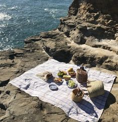 Biarritz 🧺 🍇 via Picnic Style, Picnic Spot, Romantic Picnics, European Summer, Biarritz, Summertime Sadness, Oui Oui, Summer Aesthetic, Vacation Trips