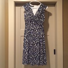 """Jones Wear dress Jones Wear dress. Fully lined and perfect for work or an evening out. Sleeveless with a v neckline. Fully lined. Zippered back. Cute vine pattern in shades of blue over a cream background. Falls to the knees when on or slightly below if you are vertically challenge (I am 5'9""""). Jones Wear Dresses"""