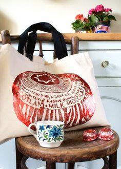 Tunnocks Tea Cakes by Gillian Kyle. Yum and on a bag too! Tunnocks Tea Cakes, Jute, Scottish Gifts, Work Inspiration, Chocolate Covered, Bean Bag Chair, Knight, Diy Crafts, Retro