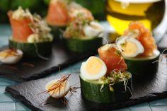 Wielkanocne koreczki z jajkami przepiórczymi i wędzonym łososiem