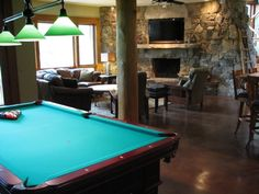 Blue Moon Lodge - Pool Table, Family Room, Wet Bar Area