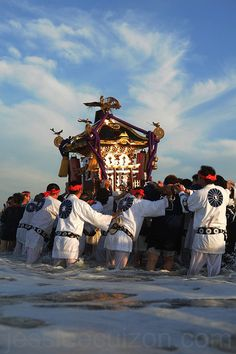 Hamaorisai Festival in Chigasaki, Japan: photo by Jesslee Cuizon Japanese Culture, Japanese Art, Japanese Things, Festival Celebration, Celebration Music, Matsuri Festival, All About Japan, Japanese Festival, Festivals Around The World