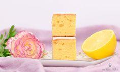 So ein saftiger Zitronenkuchen vom Blech schmeckt einfach zu jeder Gelegenheit. Das Rezept dafür findest du hier in meinem Beitrag. #zitronenkuchen