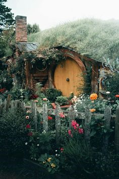 Tumblr is a place to express yourself, discover yourself, and bond over the stuff you love. It's where your interests connect you with your people. Hobbit Hole, The Hobbit, Cool Tree Houses, Little Cabin, Floating House, Home Wallpaper, Cottage Living, Middle Earth, Outdoor Life