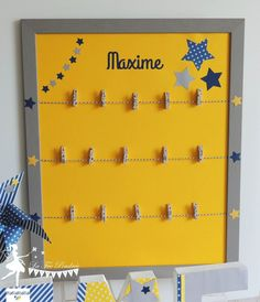 This jumble will serve you to expose the most beautiful pictures of your children. He will find his place in decoration in his room. Directed in navy, gray and yellow on the theme of the stars. Diy Photo, Carrom Board, String Art Patterns, Class Decoration, Baby Boy Rooms, Shadow Box, Baby Love, Diy Gifts, Diy Home Decor