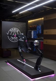 To launch the new Nike x PSG kit, Bonsoir Paris were brought on board to come up with a creative concept, design and production for the retail displays across Colette, Nike Champs Elysées, the PSG store and the VIP Nike showroom. Taking the cues of the co…
