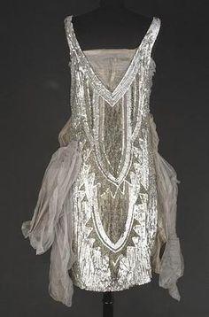 #Silver dress 1920s.  grey dress #2dayslook #greyfashion   www.2dayslook.com