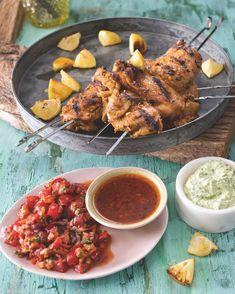 Při přípravě tohoto receptu jsme se inspirovali brazilským grilováním churrasco. Díky dvěma jehlám se maso dobře otáčí. Chicken Wings, Meat, Food, Lemon, Essen, Meals, Yemek, Eten, Buffalo Wings