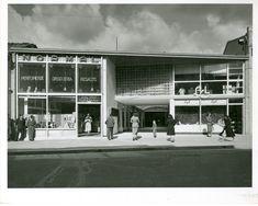 Teatro San Carlos / Paul Beer / 1952 / Colección Museo de Bogotá: MdB 24690 / Todos los derechos reservados Carnival, Outside Stairs, Mid Century, Condos, Bogota Colombia, Social Science, San Carlos, Antique Photos