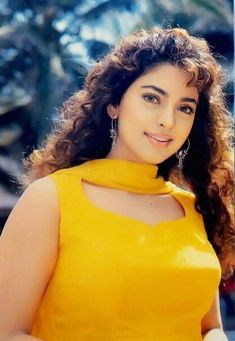 Bollywood Outfits, Bollywood Girls, Indian Bollywood, Beautiful Girl Photo, Beautiful Girl Indian, Most Beautiful Bollywood Actress, Beautiful Actresses, Juhi Chawla, Bollywood Pictures