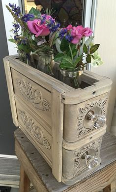 Sewing machine drawers repurposed ideas shabby chic new Ideas Sewing Machine Tables, Treadle Sewing Machines, Antique Sewing Machines, Diy Hacks, Singer Sewing Tables, Singer Table, Sewing Machine Drawing, Sewing Cabinet, Creation Deco