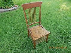 VINTAGE SPINDLE BACK CHAIR!  UNKNOWN VINTAGE & MAKER!  A GREAT REFURBISHING PIECE! THIS IS A GREAT ITEM FOR REFURBISHING, REPURPOSING (IN THE GARDEN), OR FOR RE-GIFTING!