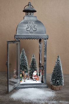 Beautiful Christmas lanterns ideas for outdoor decorations – christmas decorations Lantern Christmas Decor, Easy Christmas Decorations, Christmas Centerpieces, Rustic Christmas, Simple Christmas, Christmas Home, Christmas Lights, Christmas Holidays, Outdoor Decorations