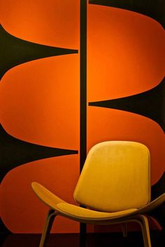 ***giant g - Alvorada mylar wallpaper, by Kravitz Design, via Flavor Paper Orange Wall Art, Orange Walls, Color Composition, Modern Furniture, Furniture Design, Deco Design, Design Design, Paper Design, Take A Seat