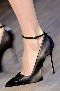 Fall 2013 Shoes | New York Fashion Week Runways - Victoria Beckham. Pointy shoes are in! Even for Spring-Summer  to Fall-Winter. It's a steady trend