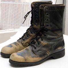 Vintage COMBAT BOOTS -- sz 7 (mens), 8.5 (womens) -- Distressed Black Leather
