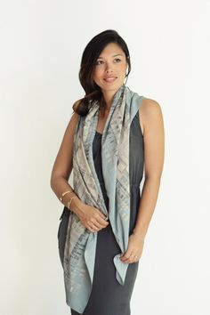 50 x 50 Jenny scarf in Bleached