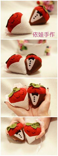 自己超爱的一款设计 用不织布做的大草莓婚礼玩偶 最后还是送朋友结婚用啦~~~挂在他们的新房里 效果一定不错的!