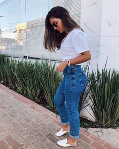 Indie Outfits, Classy Outfits, Cute Outfits, Feminine Style, Casual Chic, Casual Looks, Mom Jeans, Fashion Looks, Street Style