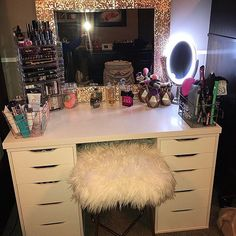 makeup organization 20 Best Makeup Vanities & Cases for Stylish Bedroom For all ladies who love Home Decor Styles, Home Decor Accessories, Cheap Home Decor, Makeup Vanity Case, Makeup Vanities, Cheap Makeup Vanity, White Makeup Vanity, Buy Makeup, White Vanity