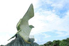 フナウサギバナタ展望台 サシバに守られるように、ちょうどお腹のあたりから海を眺める。