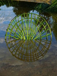 In Back to Nature, artist Fesson Ludovic produces incredible sculptures that have the appearance of simplicity, but are actually quite complex. Each piece Outdoor Sculpture, Outdoor Art, Sculpture Art, Metal Sculptures, Abstract Sculpture, Bronze Sculpture, Reflection Art, Water Reflections, Land Art