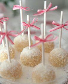 Cupcake: Cake pops!