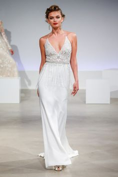 Fashion Friday: Anne Barge Fall 2017 Runway | Relaxed Fit | Tasteful | Lace Trimmings | Beads | Sequins | Tulle | Back Designs | Head turner | http://brideandbreakfast.hk/2016/10/28/anne-barge-fall-2017-runway/