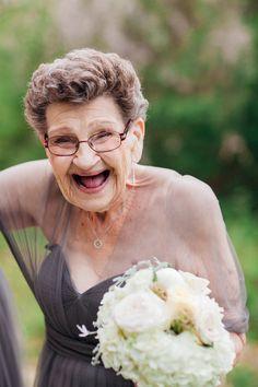 Noiva chama avó de 89 anos para ser sua dama de honra <3