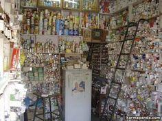 caos creativo in una farmacia indiana