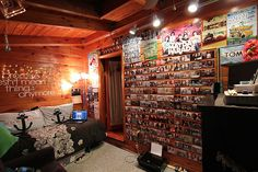 tumblr room | weird. but i wouldn't mind having this room...