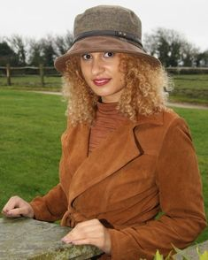 A stylish rain hat made from tweed with a tan brim, keeping you dry the next time it rains. It has adjustable sizing to give you the perfect fit. A gorgeous country look British Hats, Cowboy Chic, Navy Hats, Rain Hat, Feather Hat, Winter Chic, Tan Boots, Dark Brown Leather, Hat Sizes