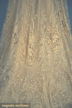 TRAINED LACE TEA GOWN, c. 1905