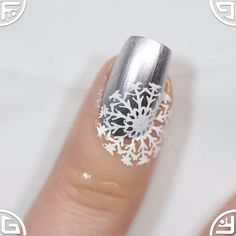 Unique Stamping Technique Nail Stamping stamping nail art how to use Nail Art Hacks, Nail Art Diy, Diy Nails, Cute Nails, Pretty Nails, New Nail Art, Makeup Hacks, Nail Art Designs Videos, Nail Art Videos
