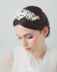 Twiggy – Aniburech #tiara #bridaltiara #bride #tocadosdenovia #tocados #boda #wedding #bridalhair #bridalinspo #hairstyle #bridalmakeup #cherubina #cherubinabrides www.cherubina.com