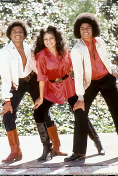 The Jacksons never looked happier then they did in this vintage photo that The WOW Report dug up from somewhere. (It's Randy, La Toya, and Michael, au natural) After Michael Jackson had most of his… The Jackson Five, Randy Jackson, Michael Jackson Pics, Jackson Family, Paris Jackson, Familia Jackson, Vintage Black Glamour, King Of Music, The Jacksons