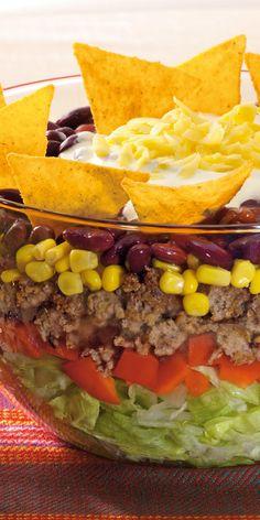 Tolles Rezept für dein Partybuffet: der herzhafte Tacosalat mit Paprika, Mais…