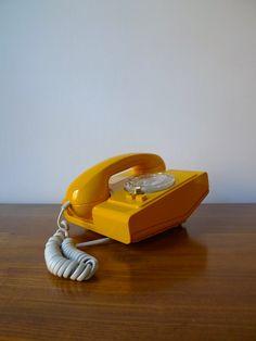BT Ambassador model 8100R Telephone  |  www.placecalledspace.com