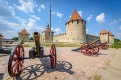 A Handy Guide To Explore The 3 Best Moldova Castles And Witness Their Grandeur! Sunset Point, Puzzle Of The Day, Europe Holidays, Peter The Great, Famous Castles, Moldova, Beautiful Places To Visit, Beautiful Buildings, Greek Islands