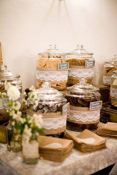 Tää on ihana! Kuka tän on lisänny? Katako? <3 <3 Burlap And Lace Wedding Decorations | Wedding ideas / burlap and lace wedding