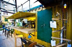 The idea behind the Junkyard is to experiment with a temporary restaurant space where foodies can get a taste of the current trend in market food and slow food.
