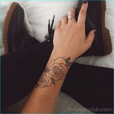 42 Cool Rose Tattoo Designs for your Next Ink - Beste Tattoo Ideen Rose Outline Tattoo, Rose Tattoo Forearm, Rose Tattoos On Wrist, Small Wrist Tattoos, Hand Tattoos, Body Art Tattoos, Tatoos, Mayan Tattoos, Tattoo Roses