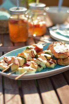 Gegrillte Halloumi-Pfirisch-Spieße - COOKING BAKERY Halloumi, Potato Salad, Potatoes, Ethnic Recipes, Food, Peaches, Crickets, Simple, Food Food