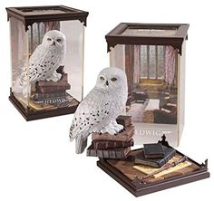A finely crafted, hand painted, Plastic sculpture of Hedwig. Comes in a clear acrylic case measuring x x cm. Hedwig was Harry Potter's owl, given to him on his eleventh birthday by Hagrid. he also died saving Harry's life at the Battle of Hogwarts. Hedwig Harry Potter, Figurine Harry Potter, Cadeau Harry Potter, Deco Harry Potter, Theme Harry Potter, Harry Potter Decor, Harry Potter Gifts, Harry Potter Characters, Harry Potter Memorabilia